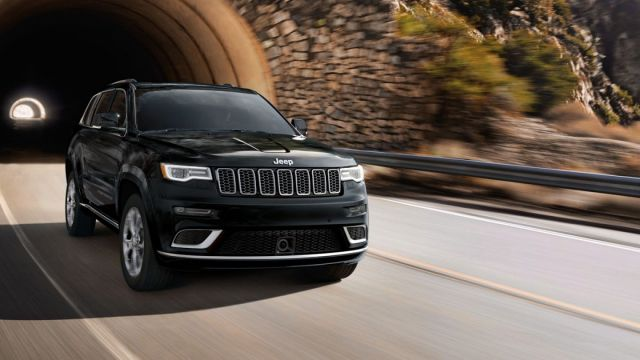 2020 Jeep Grand Cherokee front