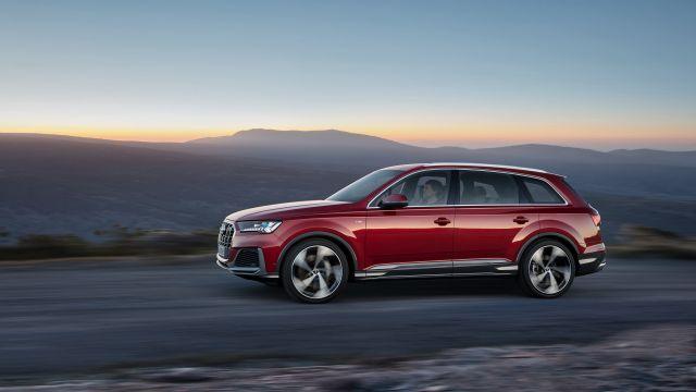 2021 Audi Q7 side