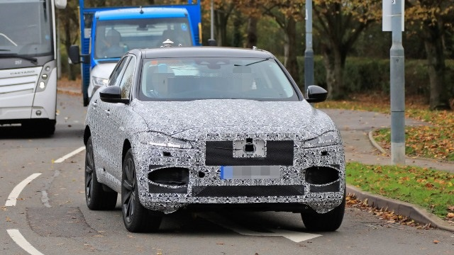 2021 Jaguar F-Pace spy photos