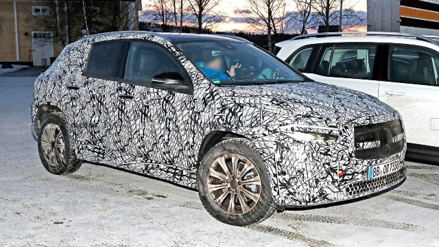 2021 Mercedes-Benz EQA spy shots