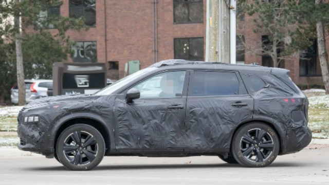 2021 Nissan Rogue spy photo