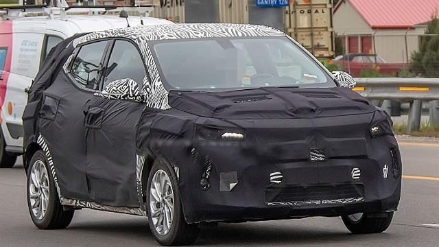 2021 Chevy Bolt EUV spy shots