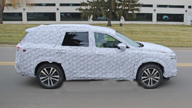 2021 Nissan Pathfinder spy shots