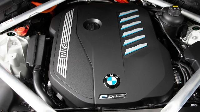 2021 BMW X5 xDrive45e engine