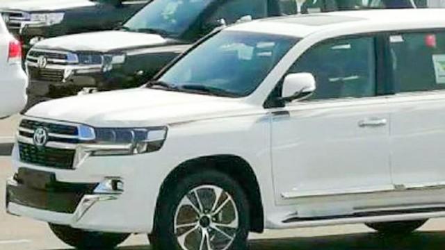 2021 Toyota Land Cruiser spy shots