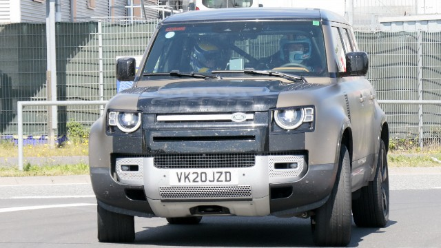 2021 Land Rover Defender V8 spy shots