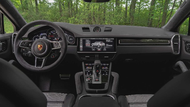 2021 Porsche Cayenne GTS Coupe interior