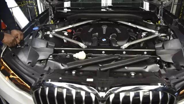 2021 BMW X8 engine