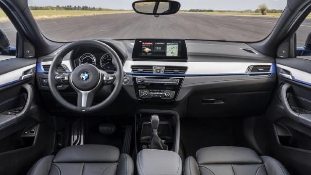 2022 BMW X2 interior