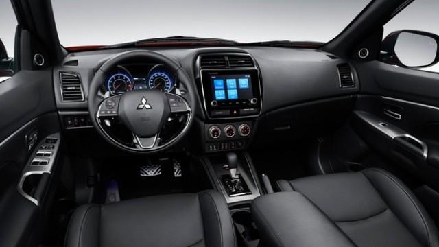 2022 Mitsubishi Outlander interior