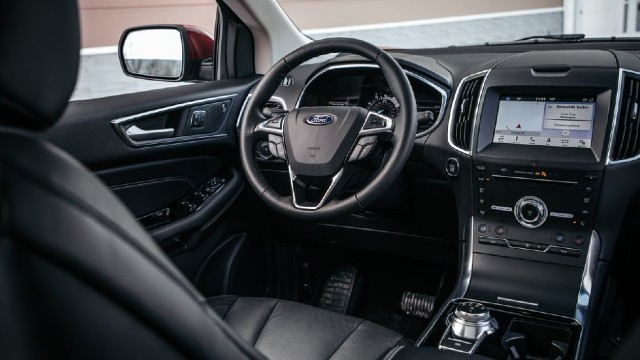 2022 Ford Edge interior