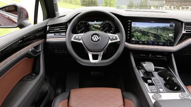 2022 Volkswagen Touareg interior