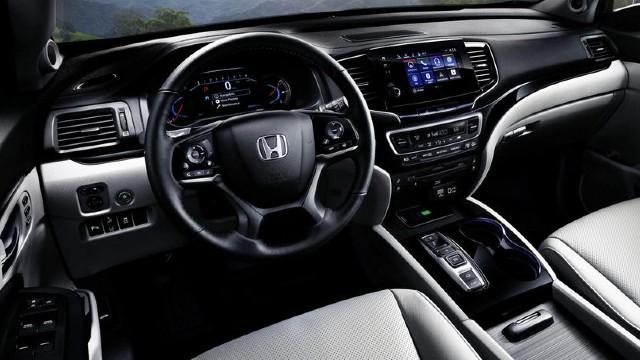 2023 Honda Pilot interior