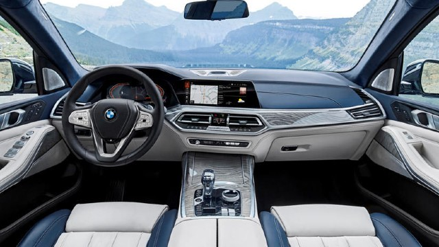 2023 BMW X8 M interior