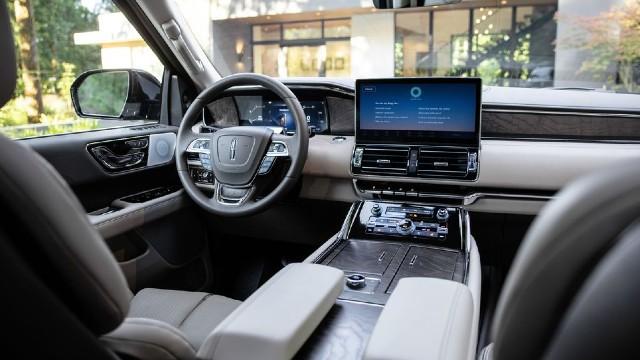 2023 Lincoln Navigator interior
