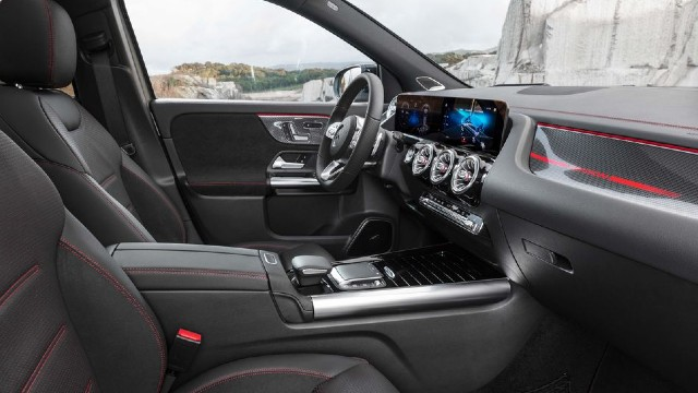 2023 Mercedes-Benz GLA interior
