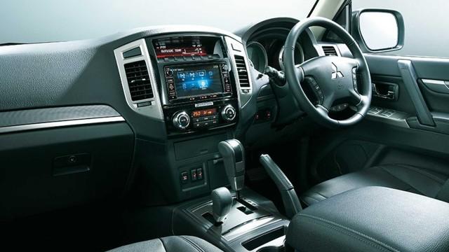 2023 Mitsubishi Pajero interior